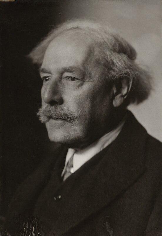10 апреля 1902 года Артур Эдвард Уэйт был принят в коллегию S.R.I.A. (Societas Rosicruciana in Anglia)